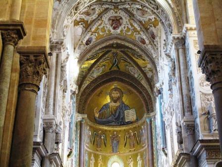 チェファルーの町の大聖堂