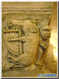 サン・パリーズの柱頭彫刻