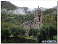 靄も似合うボイ谷のロマネスク教会