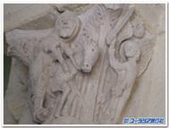 ロバに乗るバラムを待ち受ける天使(フランス、ソーリュー、サンタンドージュ教会の柱頭彫刻)
