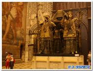 セビリアの大聖堂にあるクリストファー・コロンブスの墓
