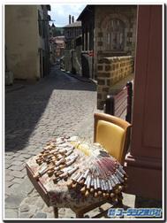 フランス、ル・ピュイの街角で