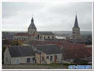 フランス、ラ・シャリテ・シュル・ロワール『ノートルダム教会」ごしにロワール河を望む