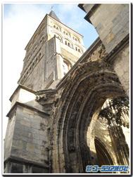 フランス、ラ・シャリテ・シュル・ロワール『ノートルダム教会」の元ファサード