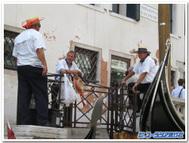 イタリア、ヴェネツィアのゴンドリエ(ゴンドラのり)たち