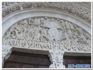 フランス、オータン、サンラザーロ教会のタンパン