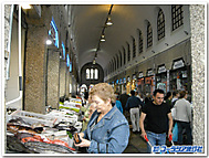 スペイン、サンティアゴ・デ・コンポステラの市場にて
