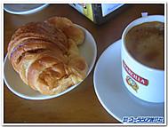 スペイン、巡礼路の宿での朝食風景