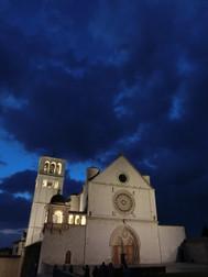 イタリア、アッシジの夜景