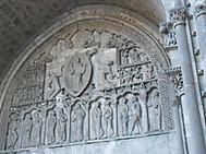 ユーラシア旅行社の南西フランスツアー、カオールの聖エティエンヌ大聖堂北口タンパン「キリストの昇天」